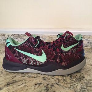 6d6df1815368 Nike Kobe VIII Basketball Shoe size 6.5Y   8 WMNS